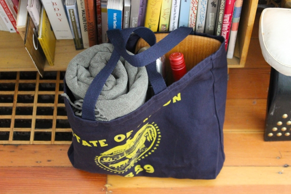 oregon flag tote from above